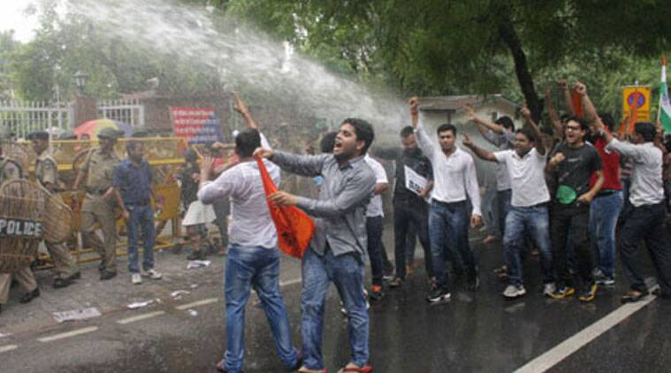 students protest, traffic, college of engineering, Pune