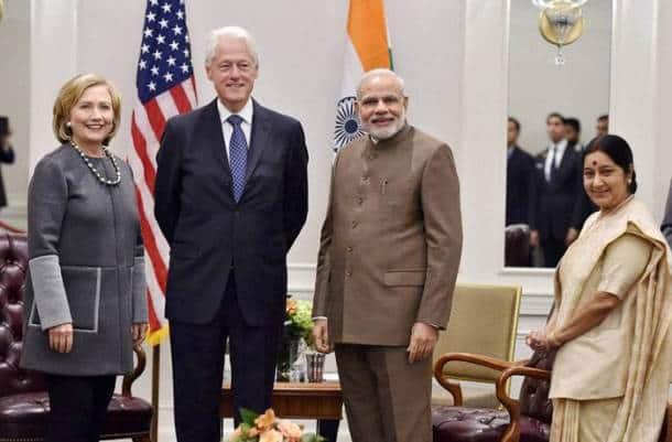 Modi meets Bill Clinton