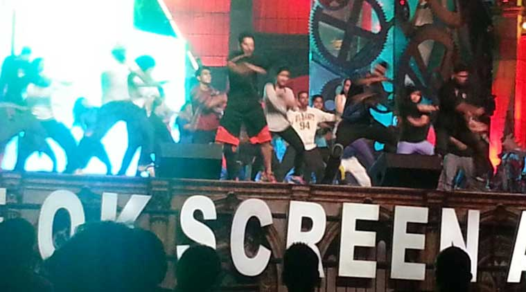 Varun Dhawan rehearses his moves, Shah Rukh Khan also set to perform