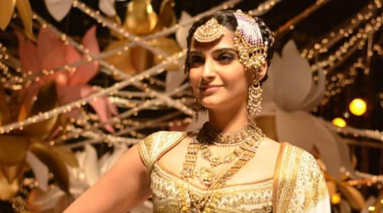 sonam kapoor to don mother sunita�s jewellery in �prem