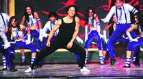 Tiger Shroff effortlessly juggled his feet as he danced to songs from Heropanti