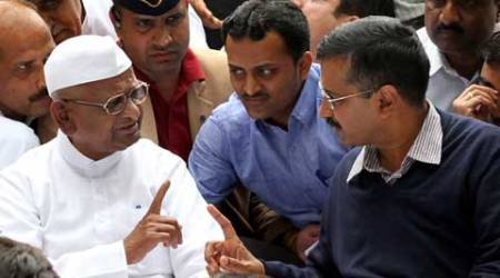 Arvind Kejriwal shares stage with Anna Hazare during his agitation against Land Acquisition Bill