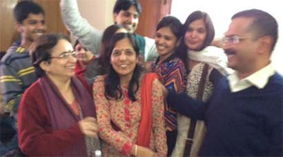 AAP sweeps Delhi, Arvind Kejriwal thanks wife Sunita for 'always being there'