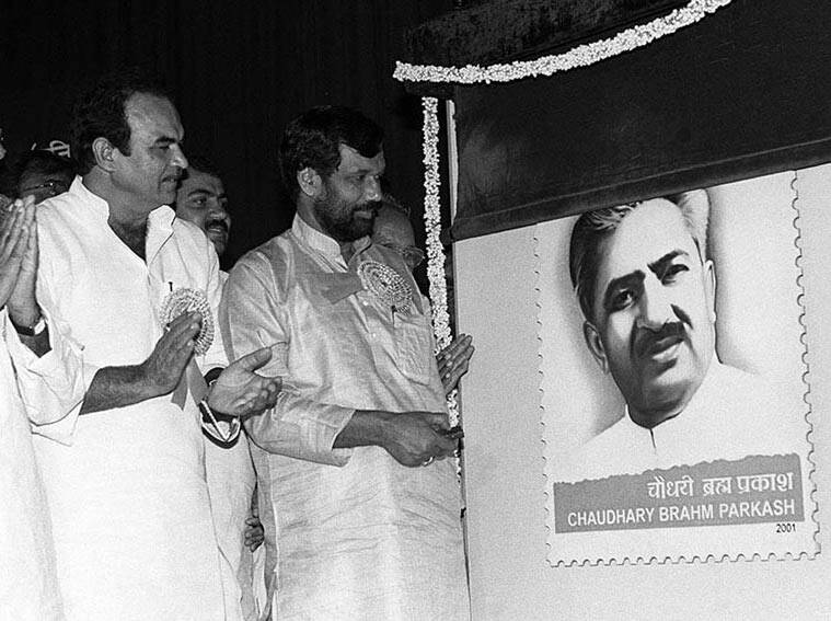 The Union Minister of Communications Shri Ram Vilas Paswan releasing a commemorative postage stamp on Chaudhary Brahm Prakash, first Chief Minister of Delhi on August 11, 2001. (Source: pib.nic.in)