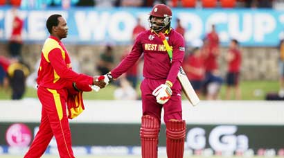 Gayle smashes records, Zim