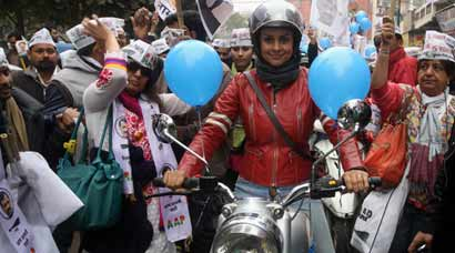 Gul Panag rides a bullet, woos Delhi as she campaigns for AAP