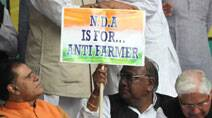 Congress, Anna up the ante against land Bill; protests continue in Delhi
