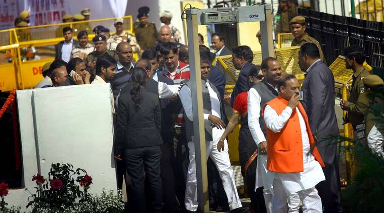 BJP leaders arrive to attend the oath ceremony of Delhi new CM Arvind Kejriwal, at Ramlila Maidan in Delhi on Feb 14th 2015. (Source: Express photo by Neeraj Priyadarshi)