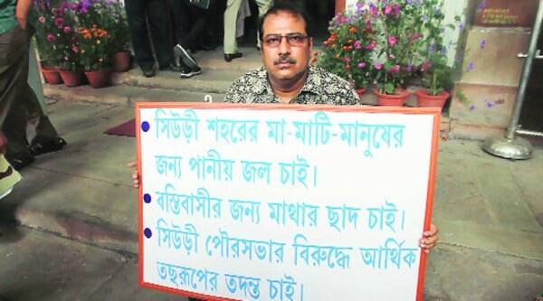 TMC MLA Swapan Kanti Ghosh protests against Chief Minister Mamata Banerjee in front of state Assembly in Kolkata on Wednesday. (Subham Dutta)