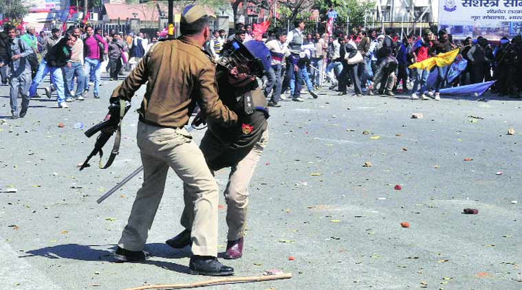 lucknow police, lucknow news, police clash, clash, riot