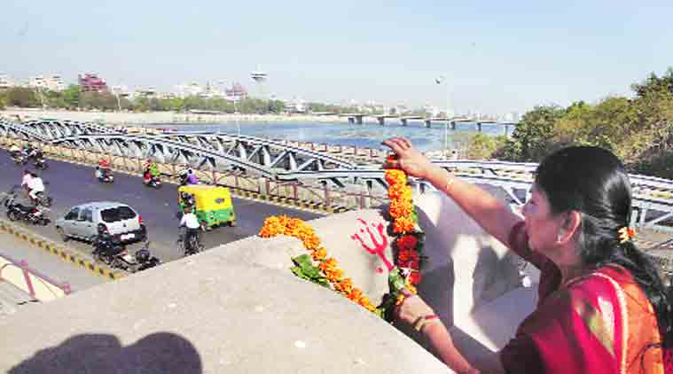 Ahmedabad Mayor Meenaxiben Patel performs puja at Manek Burj in Ahmedabad on Thursday. (Source: Expres photot by Javed Raja)