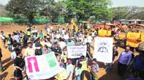 Metro car shed: As landfilling at site begins, Aarey locals form human chain to protest tree hacking plan