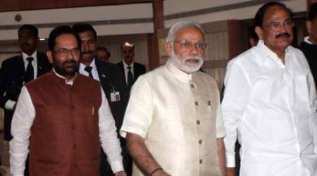 Make strong push for key legislations, PM tellsparty