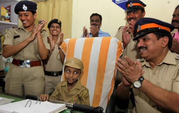 Mahak Singh, MAke a wish foundation, Wish granted for cancer kid, Mahak Singh police officer for a day, MAhak singh wish, Cancer patient wish, Mumbai news, local news