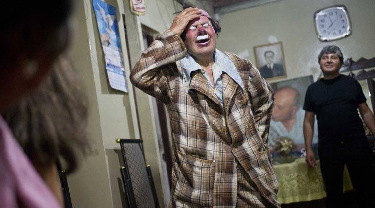 "In this Feb. 7, 2015 photo, veteran clown Ricardo Farfan, popularly known as ""Pitito,"" performs during his 91st birthday party at his home in Lima, Peru. (Source: AP)"