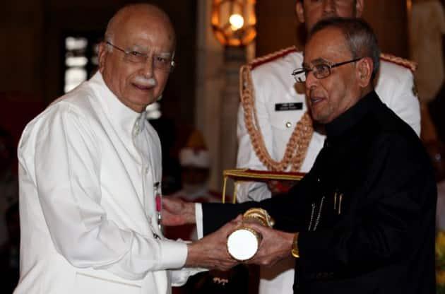 Lal Krishna Advani, Advani Padma award, Advani Padma Vibhushan, Padma awards, Padma awards 2015, Bharat Ratna awards, Padma Shri,LK Advani, Advani, President of India, Pranab Mukherjee, PM Modi, 2015 Padma awards, Padma award photo, Padma bhushan, PAdma Bibhusan, India news, top stories