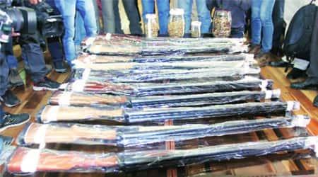 Arms dealer among 3 arrested, 1,800 cartridges, gunsseized