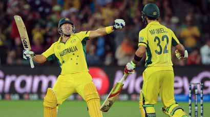 Gritty Australia see off Pakistan, to meet India in semis