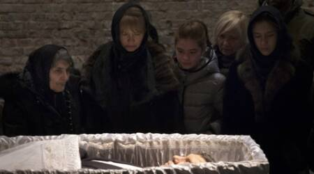 Mourners view body of slain opposition leader Boris Nemtsov