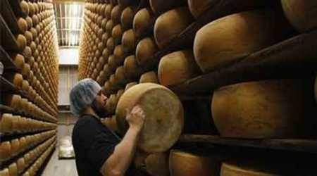 Cheesy robbery: US thieves steal USD 85,000 worth of cheese meant forpizzas