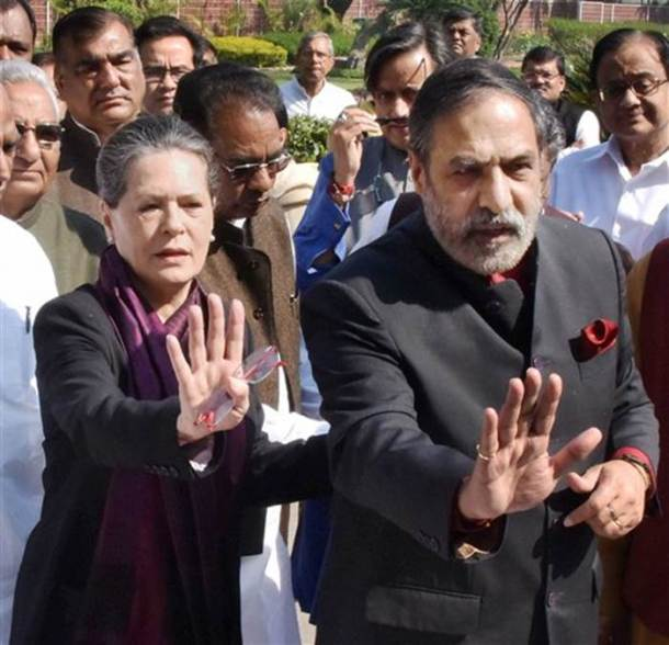 Sonia Gandhi leads march in support of Manmohan Singh