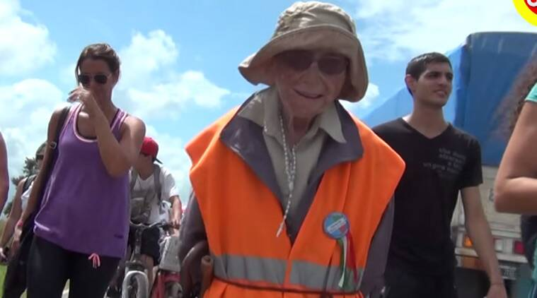 viral news, Viral Videos, Argentina, #Viral videos, #viralvideos, Viral videos, emma morosini, 91 yar old walks, old woman walks argentina, argentina news, world news,