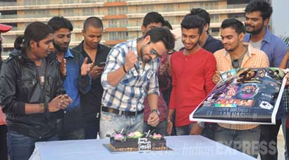 Emraan Hashmi, Bollywood's serial kisser, celebrates birthday with fans
