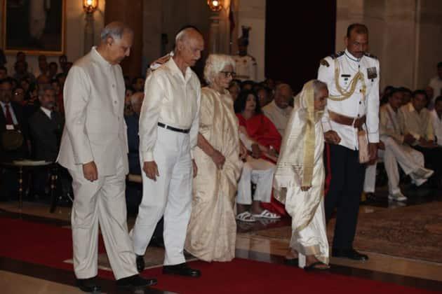 Bharat Ratna, Bharat Ratna Malviya, MM Malviya, Bharat Ratna 2015, Padma awards, Padma awards 2015, Bharat Ratna awards, Padma Shri,LK Advani, Advani, President of India, Pranab Mukherjee, PM Modi, 2015 Padma awards, Padma award photo, Padma bhushan, PAdma Bibhusan, India news, top stories