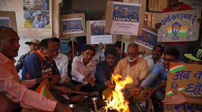 Fans perform 'havans', offer prayers as India take on Australia in World Cup semi-final