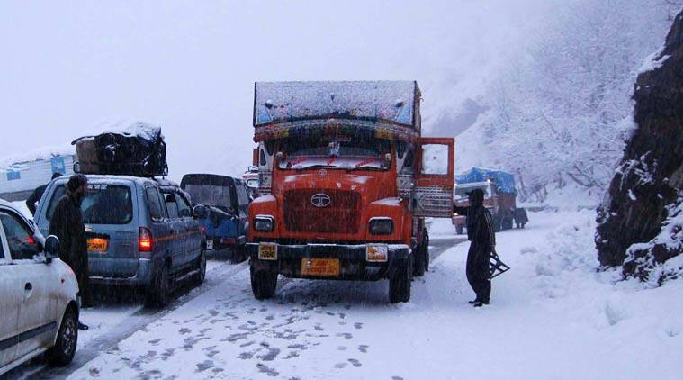 kashmir, snow, highway, jammu haighway blocked, jammu highway blocked