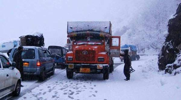 A senior traffic official said that trucks carrying essential supplies were also allowed to move towards Kashmir after 1000 hours.
