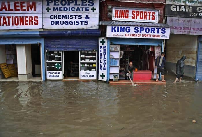 Kashmir flood, Jammu flood, Flashflood in Kashmir, Kashmir weather, Jammu weather, Jhelum river, Flood in Kashmir, Valley flood, Indian Army, flood relief, J&K govt, Jammu and Kashmir, J&K news, India news, National news, top stories