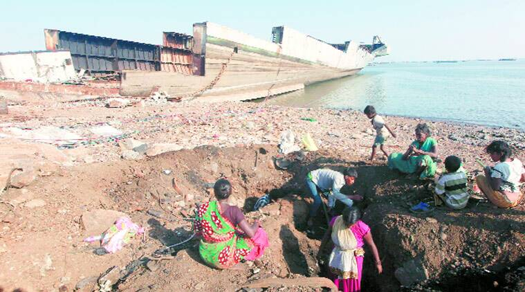 Treasure Hunt: Slum-dwellers near Darukhana ship-breaking yard in Reay Road area look for copper scrap material of INS Vikrant. (Source: Express photo by Kevin D'Souza)