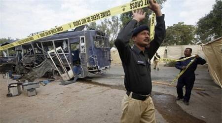 Bomb hits police bus in southern Pakistan, wounding 10