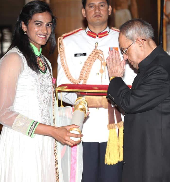 PV Sindhu, Padma awards, Padma awards 2015, Bharat Ratna awards, Padma Shri,LK Advani, Advani, President of India, Pranab Mukherjee, PM Modi, 2015 Padma awards, Padma award photo, Padma bhushan, PAdma Bibhusan, India news, top stories