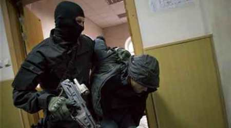 Russian court charges 2, detains 3 others in Nemtsovkilling