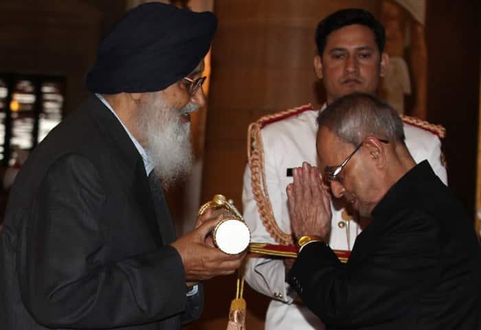 Punjab CM, Prakash Singh Badal, CM Badal, PV Sindhu, Padma awards, Padma awards 2015, Bharat Ratna awards, Padma Shri,LK Advani, Advani, President of India, Pranab Mukherjee, PM Modi, 2015 Padma awards, Padma award photo, Padma bhushan, PAdma Bibhusan, India news, top stories