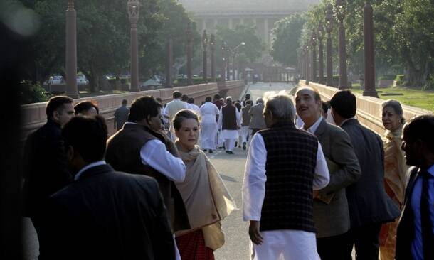 Sonia Gandhi, land bill, land bill protest