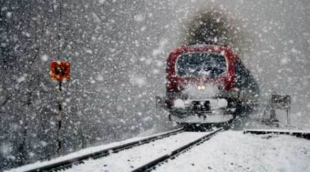 J&K receives snowfall for third consecutive day