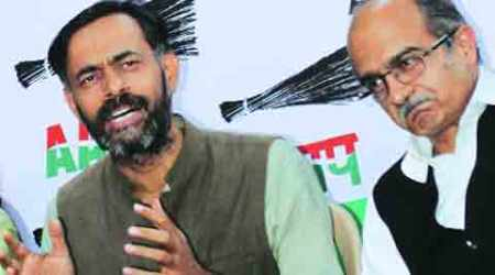 Crisis in AAP as Bhushan, Yadav take on Team Kejriwal