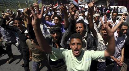 Houthis seize strategic Yemeni city