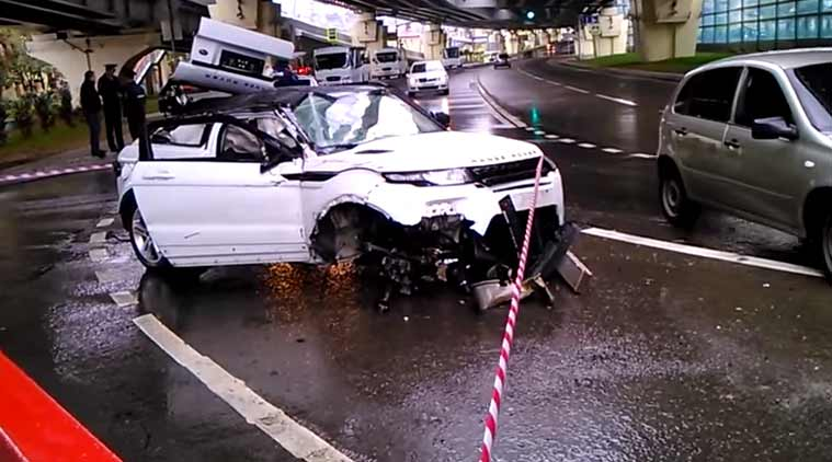 Range Rover Evoque Accident Drivers Walks Out Unscathed