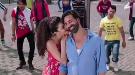 'Gabbar is Back' new song: Akshay Kumar, Shruti Haasan fall in love 'Coffee Peetey Peetey'