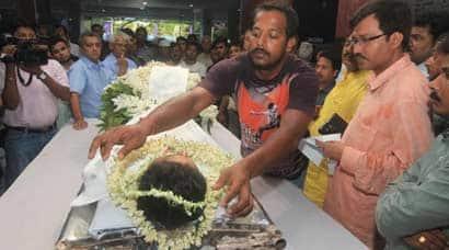 Mamata Banerjee pays last tributes to Bengal cricketer Ankit Keshri