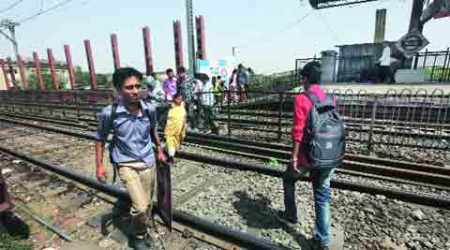 No FOBs in Cotton Green railway station, passengers risk lives to move from one platform toother