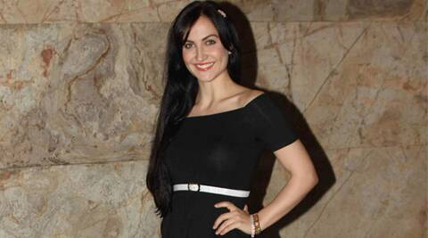 Elli Avram, Kis Kis Ko Pyar Karun, Kapil Sharma, Tiger Shroff, Elli avram learn acrobatics, elli avram tiger shroff trainer, Elli evram opposite kapil sharma, elli evram former professional athlete, elli evram figure skater, elli evram acrobatic moves, elli evram cartwheels, elli evram backflips, elli evram drops weights, elli evram stunts, elli evram kickboxing, elli evram fitness, elli evram healthier lifestyle, bollywood news, entertainment news