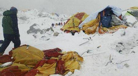 Nepal quake triggers avalanche, Everest base camps wrecked