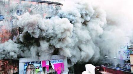 New Market complex goes in flames, 4 injured