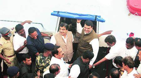 Chopper with CM Fadnavis, Nitin Gadkari lands in 2nd attempt after pilot spots hanging cable