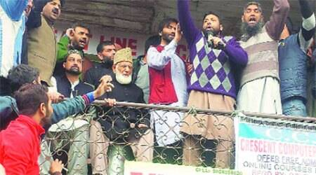 Geelani, Mirwaiz, Yasin share stage, call for unity among separatists